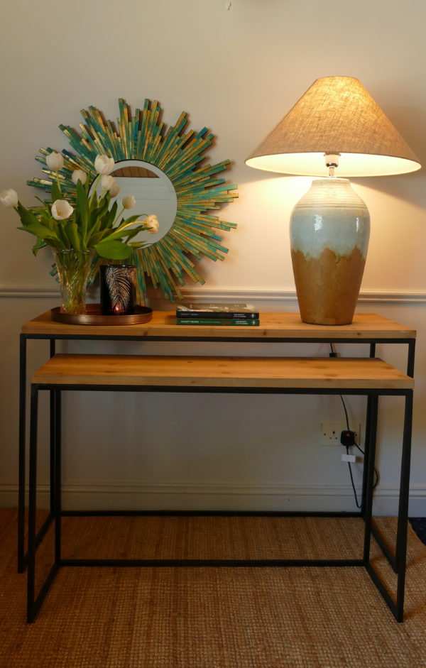 camasca set console table with lamp