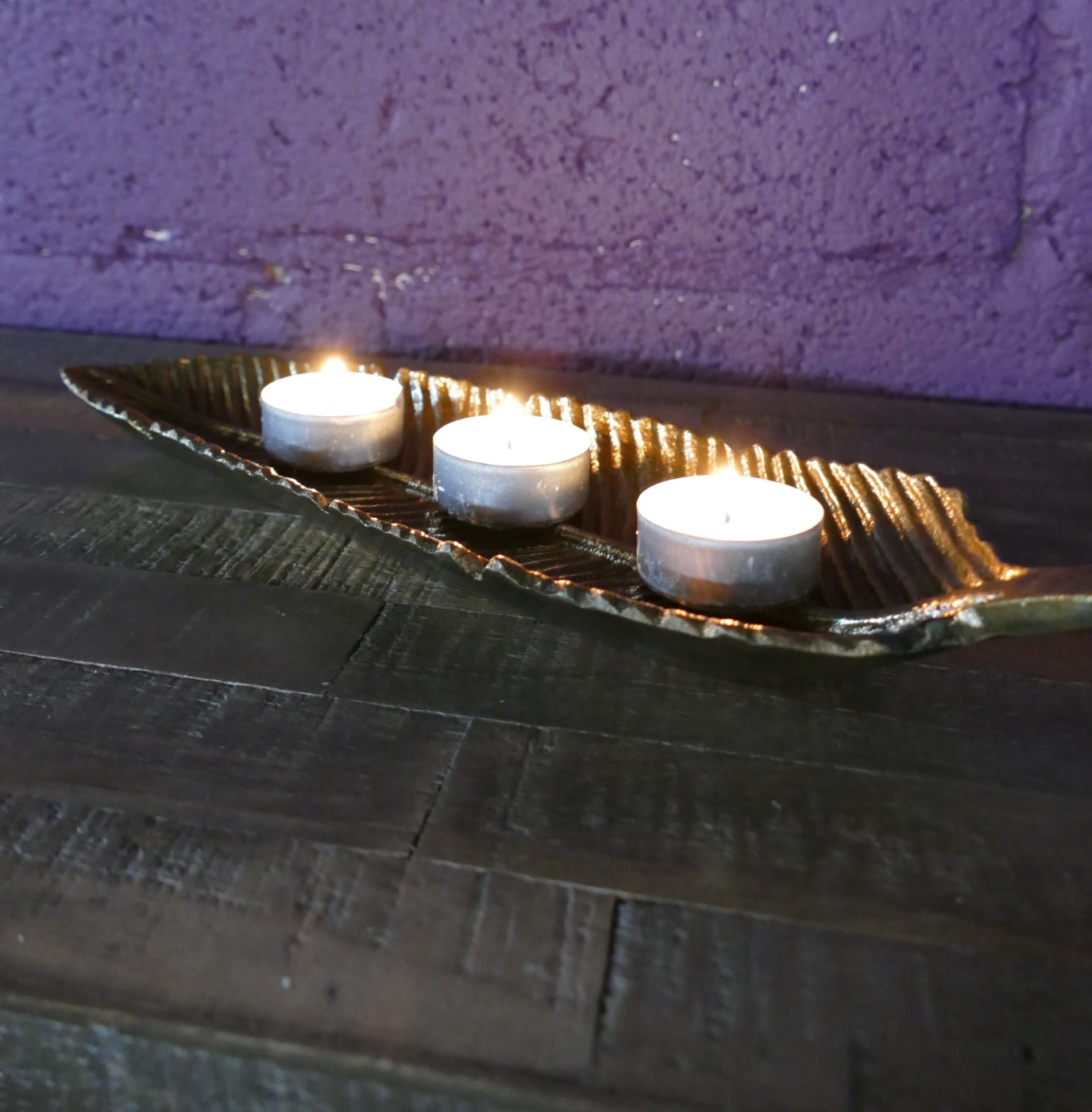 leaf tray with tea candles