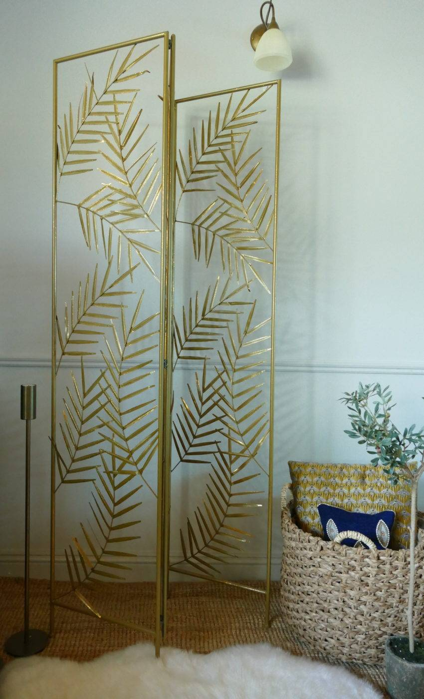 marilyn gold palm leaf screen with furry rug