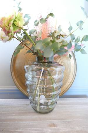 SMOKED BEEHIVE VASE (GREEN) WITH MATO TRAY