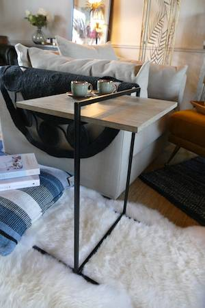 CONCRETE EFFECT SIDE TABLE ON RUG