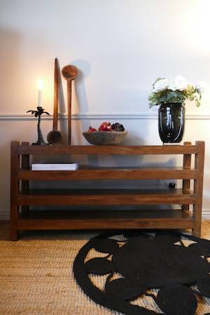 LOW TEAK TABLE WITH SHELVING WITH RUG AND ACCESSORIES