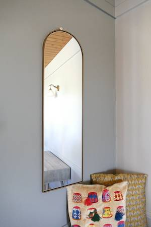 ARCHIE WALL MIRROR ON WALL WITH CUSHIONS
