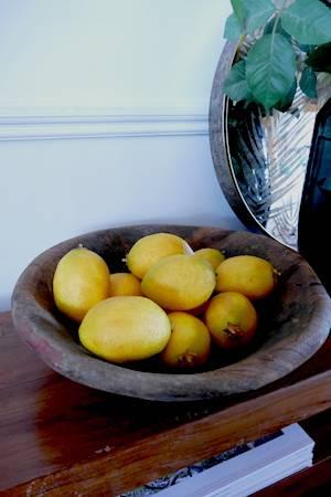 WOODEN FRUIT BOWL WITH LEMONS