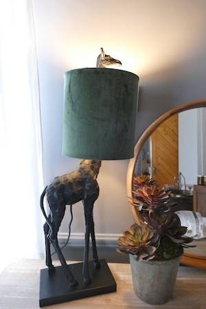 GIRAFFE TABLE LAMP ON TABLE WITH MIRROR